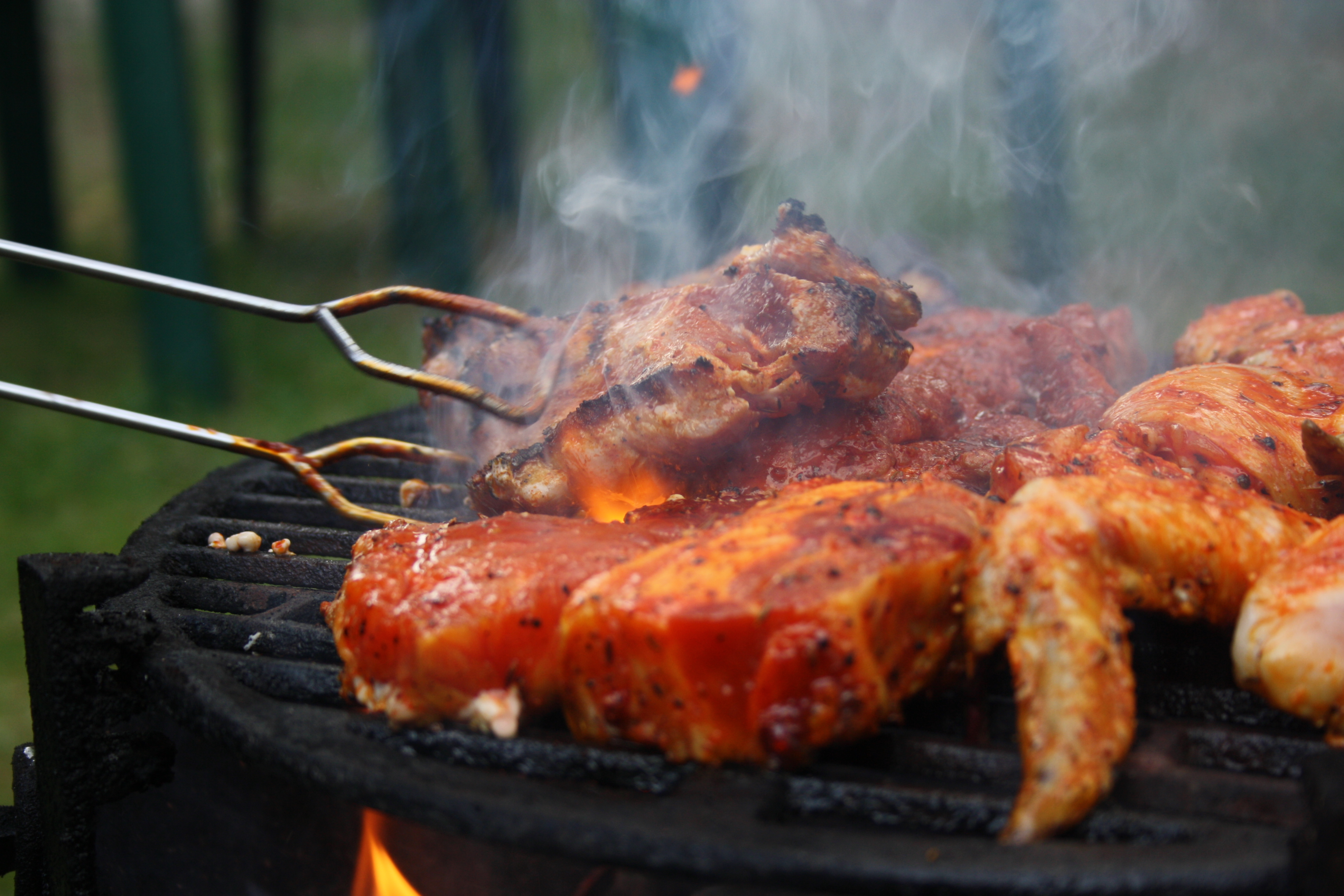 Grilled_steaks_turned_by_grill_tongs_in_Czech_Republic